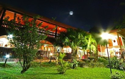 Located outside of town near the famous Monteverde Cloud Forest Reserve, Hotel Fonda Vela is a beautiful eco-lodge for your stay in the cloud forest.
