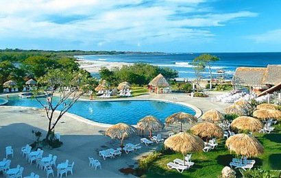 In-town convenience in Costa Rica's premiere surf destination awaits you at the all-inclusive Barcelo Langosta Resort in Playa Langosta, Tamarindo.
