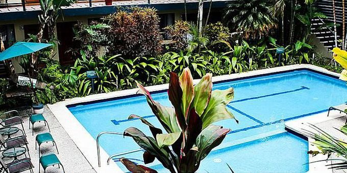 Apartotel El Sesteo is an apartment-hotel located in the heart of San Jose.  Hotel amenities include swimming pool, jacuzzi, tropical gardens and wireless internet.