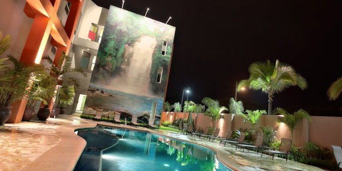 Hotel Indigo is a luxury hotel located in the Santa Ana area.  Hotel amenities include swimming pool, restaurant, bar, business center, fitness center, and internet.