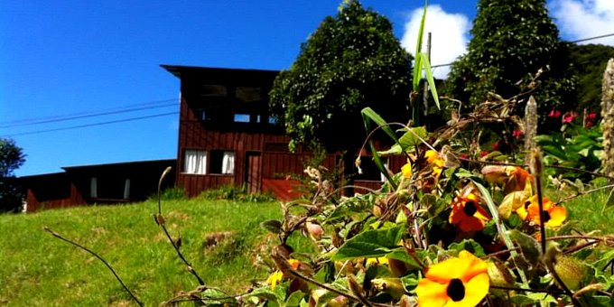 El Manantial Lodge is an eco-lodge and bird watchers paradise located in the cloud forest area of San Gerardo de Dota.  Hotel amenities include restaurant, and nature trails.