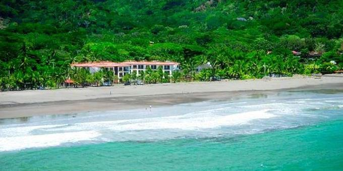 Bahia Azul Condominiums is a beach front condo resort located at Playa Jaco.  Hotel amenities include swimming pool, concierge, and internet.