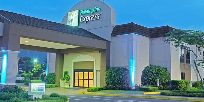 Holiday Inn Express is a comfortable hotel located in Alajuela across from the International airport.  Hotel amenities include swimming pool, jacuzzi, massage service, mini gym, business conference room, airport shuttle, and internet.