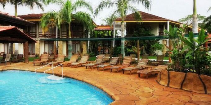 Hotel Amapola is a 3 star hotel with casino located at Playa Jaco.  Hotel amenities include casino, swimming pool, jacuzzi, restaurant, bar, conference room, massage room, and internet.