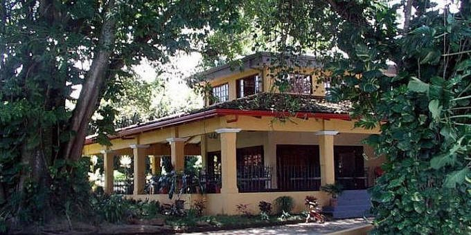 Trapp Family Country Inn is a bed and breakfast style inn located near the airport at Alajuela.  Hotel amenities include swimming pool, snack bar,internet access, laundry service and shuttle to the airport.