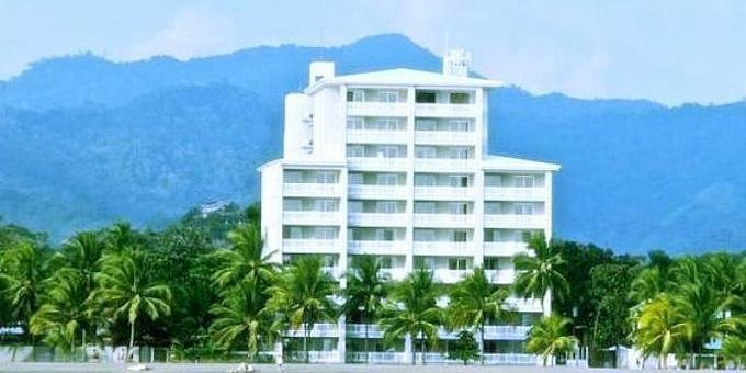 The Palms Condominiums is a luxury beach front condo resort located at Playa Jaco.  Hotel amenities include a swimming pool, concierge, and the internet.