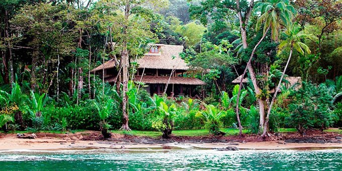 Copa de Arbol Beach and Rainforest Resort is an amazing eco-conscious luxury beach front lodge located on the Osa Peninsula between Drake Bay and Corcovado National Park. Hotel amenities include beach front location, restaurant, bar, swimming pool, internet and spa.