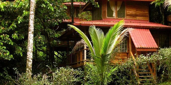Samasati Nature Retreat is a hilltop eco-lodge specializing in yoga retreats located in Puerto Viejo de Limon.  Lodge amenities include restaurant, massage service, yoga area, beach shuttle, and jacuzzi.