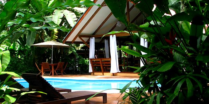 Namuwoki Lodge is a small resort located in Playa Chiquita, Puerto Viejo.  Hotel amenities include restaurant, swimming pool, jacuzzi, souvenir and tropical gardens.