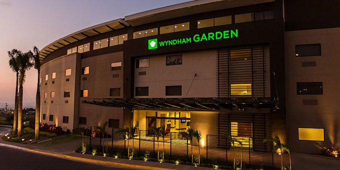 Hotel Wyndham Garden Escazu is a luxurious, yet comfortable hotel located in Escazu.  Hotel amenities include restaurant, bar, swimming pools, jacuzzi, fitness center,mini mart, concierge service, and internet.