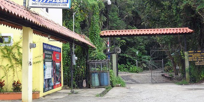 La Posada Casa and Jungle Bungalows is located at the entrance of Manuel Antonio National Park. Hotel amenities include swimming pool, jacuzzi, breakfast bar.