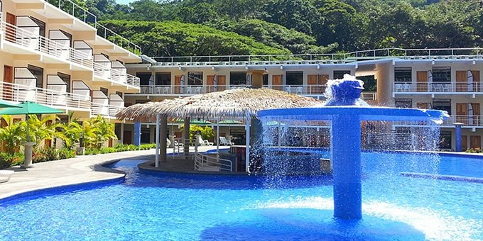 Hotel Arenas provides guests with a convenient location, comfortable accommodation, and modern design.  Located in the Punta Leona complex of the  Herradura/Jaco area, Hotel Arenas gives visitors a different accommodation experience. The hotel is located within 400 meters of Playa Mantas and 2  kilometers from beautiful, Playa Blanca. The hotel offers a swimming pool, restaurant, bar, laundry service, secure parking, and WiFi internet service.