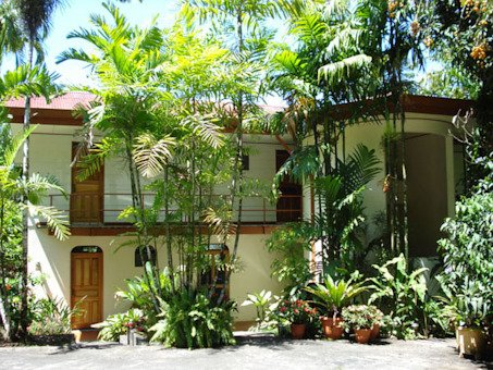 Villa Decary is a charming Lake Arenal bed and breakfast.  The hotel is known for personalized service and excellent bird watching on the grounds.  Hotel amenities include tropical gardens, hiking trails and lounge area.