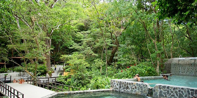 Buena Vista Lodge is an eco-lodge and adventure ranch with hot spring fed pools located in the Rincon de la Vieja Volcano and national park region.  Hotel amenities include swimming pool, spa, restaurant, bar, hot springs, and internet.