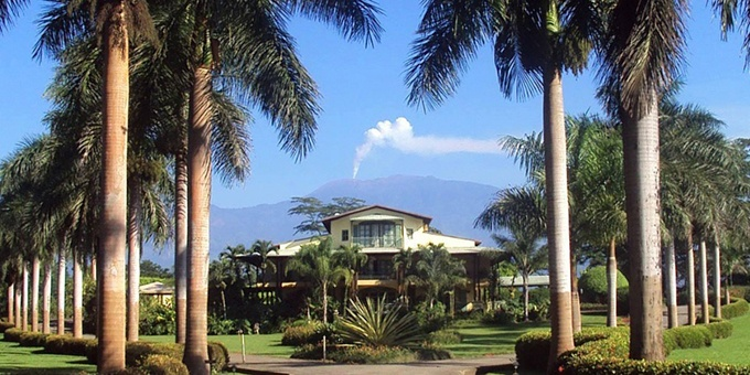 Hotel Casa Turire is a comfortable boutique style hotel overlooking Lake Angostura and near Turrialba Volcano.  Hotel amenities include swimming pool, jacuzzi, restaurant, bar, conference room, game room, spa, and internet.