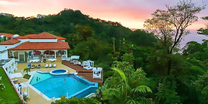Built in Spanish colonial style, the Shana Hotel is a beautiful and stylish place to stay in Manuel Antonio.