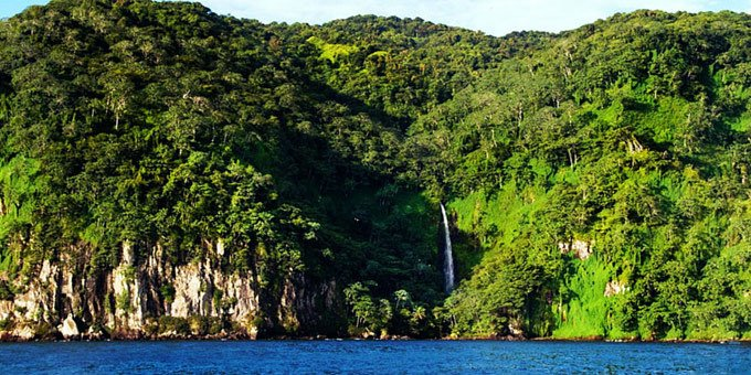 Cocos Island National Park is located in the Pacific Ocean, 330 miles (523 km) off the coast of Costa Rica, southwest of Cabo Blanco.