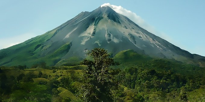 The weather in La Fortuna is affected by both the Caribbean and Pacific.