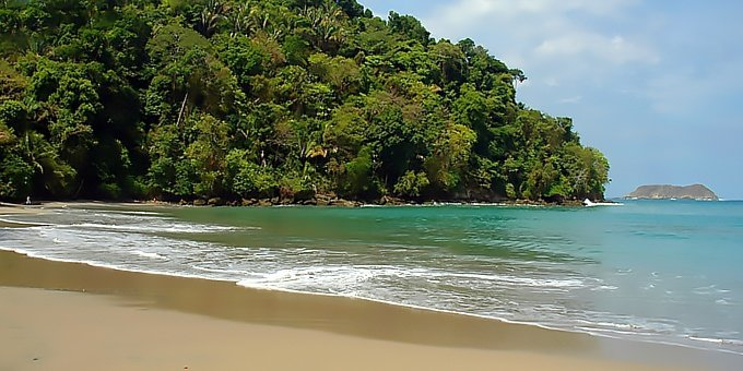 Manuel Antonio temperatures remain the same nearly year round with average day time highs in the upper 80s to low 90s and night time lows in the upper 70s.
