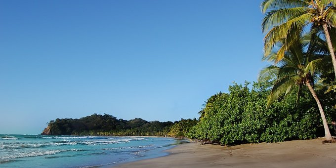 The beautiful curved bay of light grey sand and gentle waters of Playa Samara has attracted vacationing Ticos and foreigners for years.
