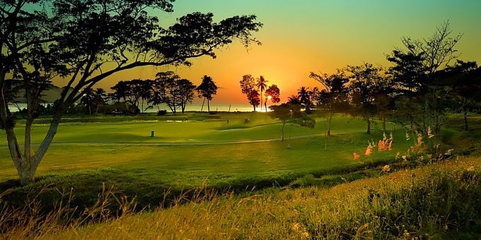Yes! Costa Rica has golf. Some of the country's golf courses are surprisingly pristine, offering up to 18 holes of challenging, professional-level golf for you to test your skill.